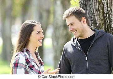 dva, šťastný, dívčí, průvodce, mluvící