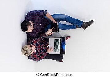dvojice, úřad, pracovní, počítač na klín, spuštění, počítač, opatřit vrškem prohlédnout