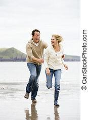 dvojice, běh, dále, pláž, usmívaní