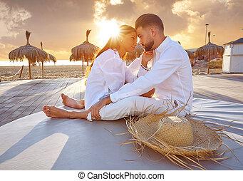 dvojice, mládě, do, vytáhnout loď na břeh vyklizení, východ slunce