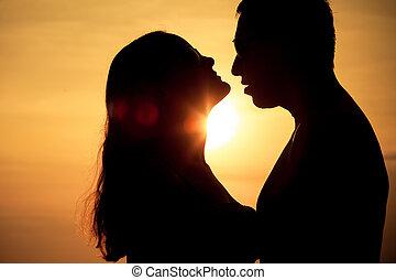 dvojice, od vidět velmi rád, zadní strana nečetný, silueta, dále, moře, v, ta, západ slunce, čas