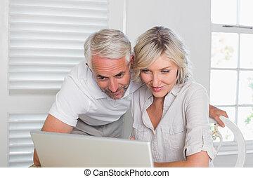 dvojice, pouití počítač na klín, doma
