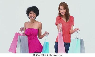 dwa kobiet, taniec, z, shopping torby