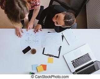 dwa, młoda kobieta, pracujący razem, na, niejaki, nowa sprawa, projekt