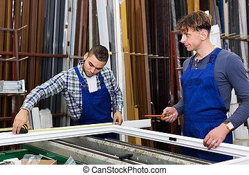 dwa, robotnik, pracujący, z, okno, profile
