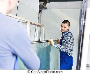 dwa, robotnik, pracujący, z, szkło