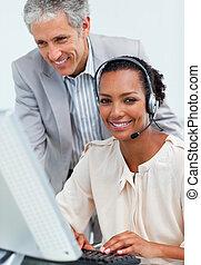 dyrektor, dojrzały, employee's, jego, kontrola, praca, uroczy