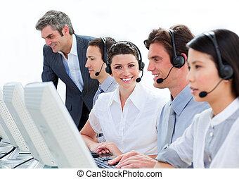 dyrektor, dojrzały, jaźń-pewny, employee's, jego, kontrola, praca