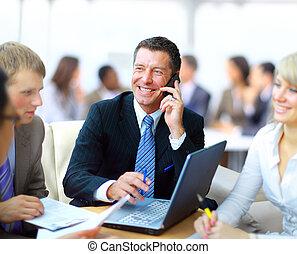 dyrektor, handlowy, dyskutując, -, jego, praca, spotkanie, koledzy