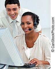 dyrektor, hispanic, employee's, jego, kontrola, praca