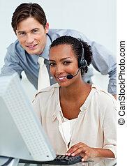 dyrektor, troszcząc, komputer, employee's, jego, kontrola, praca
