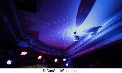 dyskoteka, lustro, w, przedimek określony przed rzeczownikami, nightclub