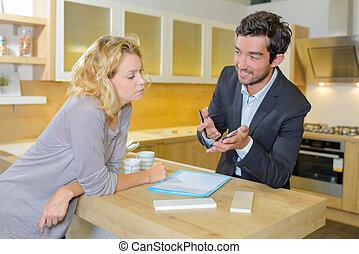dyskusja, kobieta, sprzedawca
