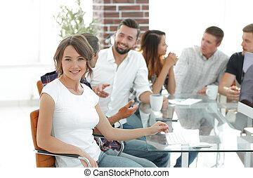 dyskutując, pracownicy, grupa, pojęcia, młody