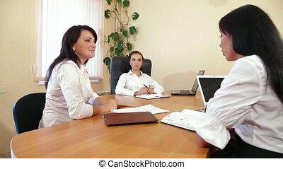 dyskutując, przyjacielski, handlowe kobiety
