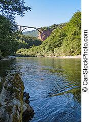 dzhurdzhevich, γέφυρα , - , μπετό , αψίδα γέφυρα , απέναντι , ο , ποτάμι , tara, μέσα , ο , βόρεινος , αναχωρώ από , μαυροβούνιο