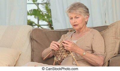 dzianie, emerytowany, kobieta