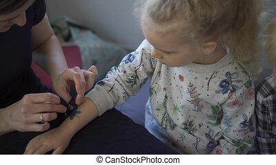 dzieci, dziewczyna, tymczasowy, rozrywka, ręka, godny...