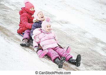 dzieci, mająca zabawa, jeżdżenie, lód, poślizg, w, zima