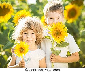 dzieci, słonecznik, szczęśliwy