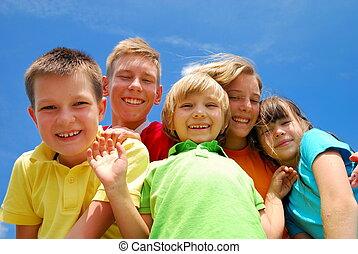 dzieciaki, piątka, szczęśliwy