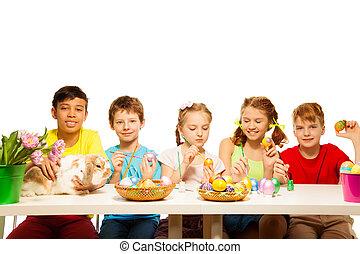 dzieciaki, wschodni, jaja, razem, piątka, malarstwo, szczęśliwy