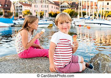 dzieciska jedzenie, barwny, dwa, lód, outdoors, portret, godny podziwu, śmietanka
