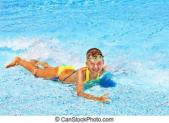 dziecko, w, pływacki wrębiają