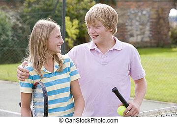 dziedziniec, para, tenis, młody, rakiety, uśmiechanie się