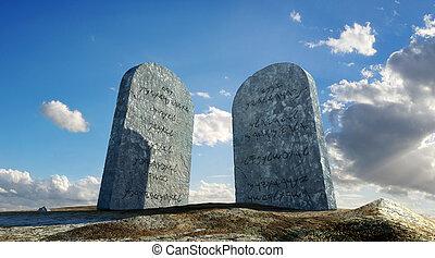 dziesięć commandments, kamienie, obejrzany, z, mielony poziom, w, dramatyczny, perspektywa, z, niebo, i, chmury, w, tło.