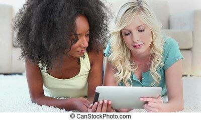 dziewczę, używając, na, ebook