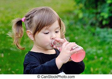 dziewczyna, butelka, picie