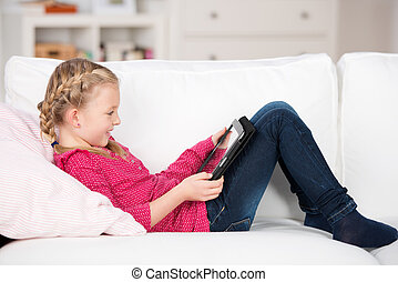 dziewczyna czytanie, młody, tablet-pc