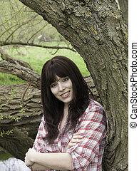 dziewczyna, drewna