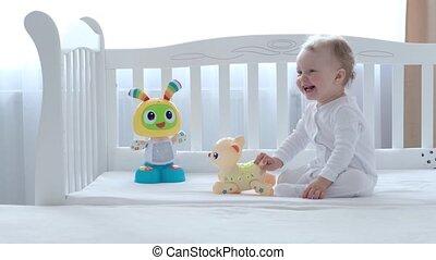 dziewczyna, interpretacja, niemowlę, zabawki, bed.