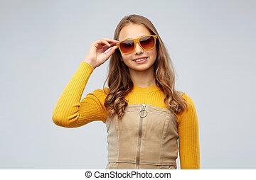 dziewczyna, młody, teenage, uśmiechanie się, sunglasses