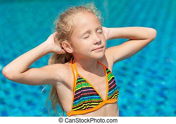 dziewczyna, mały, pływacki wrębiają