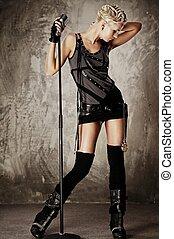 dziewczyna, mikrofon, steampunk, pociągający