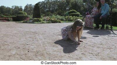 dziewczyna, pociąga, piasek