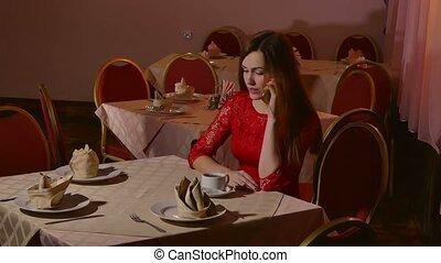 dziewczyna, posiedzenie, smartphone, kawiarnia, kobieta, 4k, mówiąc