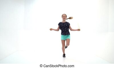 dziewczyna, rope., skaczący, gimnastyk, występuje, wykonuje