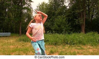 dziewczyna, trawa, taniec