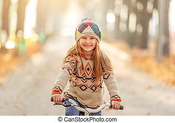 dziewczyna uśmiechnięta, mały, rower
