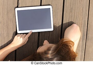 dziewczyna, używając, i, pokaz, niejaki, czysty, tabliczka, ekran