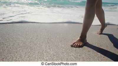 dziewczyna, woda, plaża, młody, pieszy