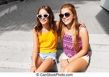 dziewczyny, teenage, sunglasses, uśmiechanie się, outdoors
