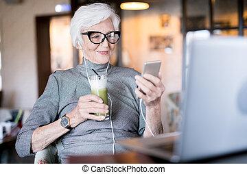 dzwonić kobiecie, komunikowanie, online