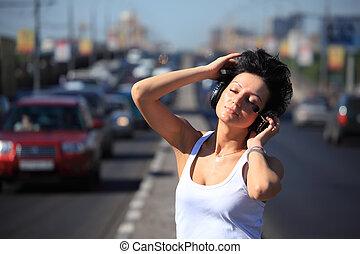 ear-phones, mitt, musik, flicka, motorväg, lyssnar