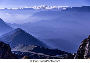 earlu, mañana, maravilloso, salida del sol, luces, en las montañas