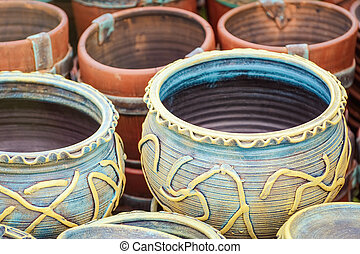 Earthenware Crockery on the Pottery Market